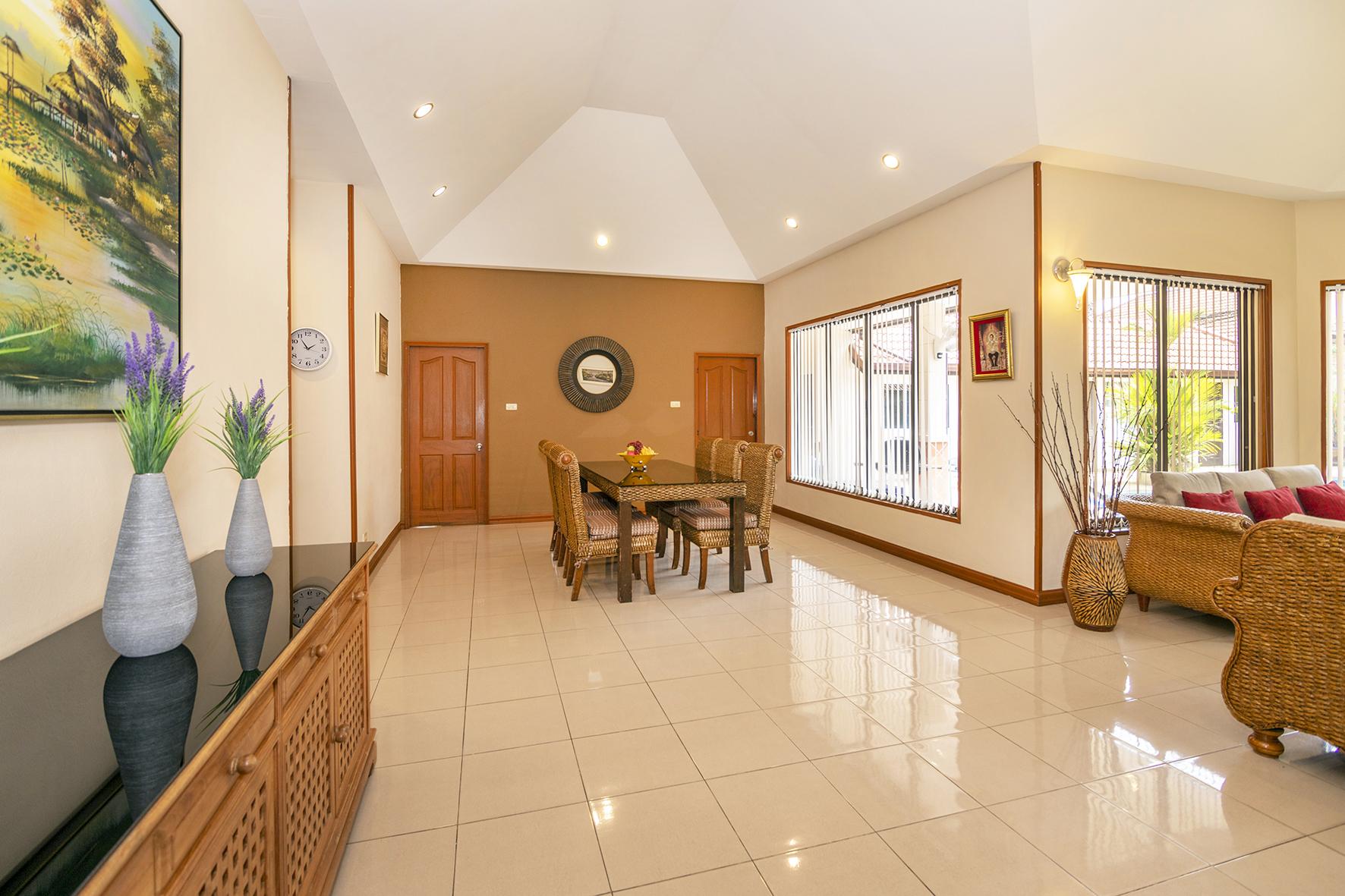 Villa Pattaya Hill Living room